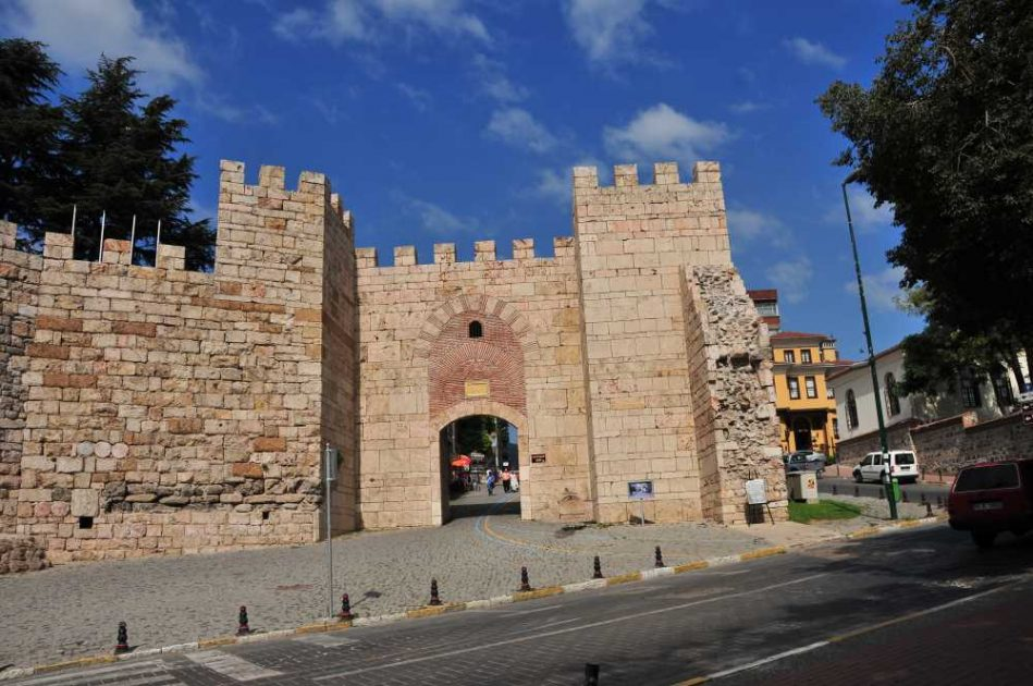 top-places-to-visit-in-bursa-sultanate-gate